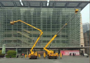 商场外墙安装工程-重庆高空车租赁